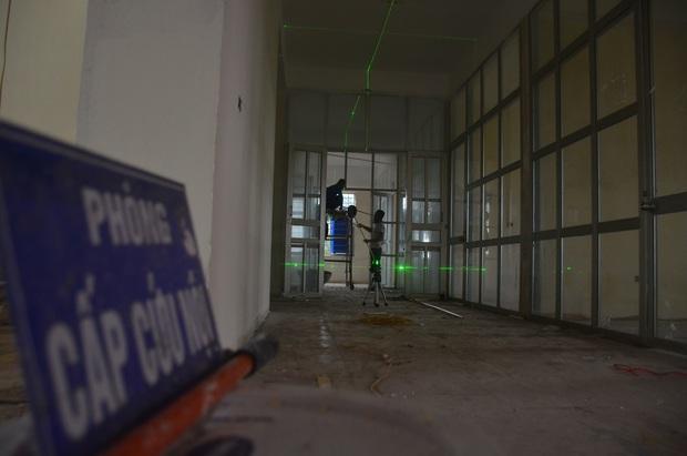 Chùm ảnh: Cận cảnh quá trình biến bệnh viện bỏ hoang ở Hà Nội thành khu cách ly dành cho 200 người - Ảnh 3.