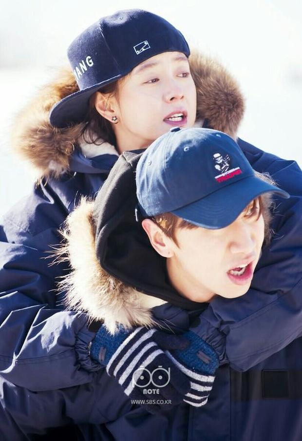 Chí chóe với nhau suốt ngày nhưng Lee Kwang Soo vẫn luôn quan tâm đặc biệt đến Song Ji Hyo - Ảnh 1.