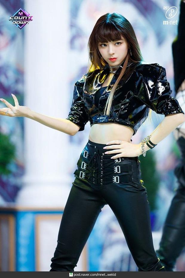 Mỹ nhân 17 tuổi ITZY gây bão xứ Hàn với mái tóc mới: Quả nhiên là visual nữ thần mới của JYP, hậu duệ của Suzy! - Ảnh 3.