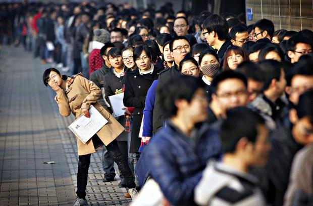 Kinh tế trì trệ, hơn 5 triệu người Trung Quốc mất việc làm chỉ trong 2 tháng đầu năm - Ảnh 1.