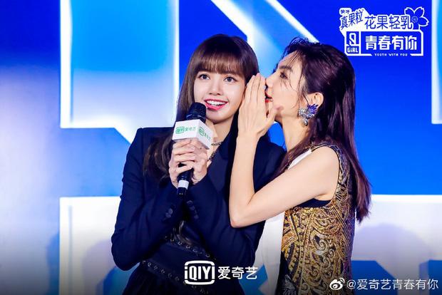 Ngoài Thái Từ Khôn, Lisa (BLACKPINK) còn tung hứng vô cùng ăn ý bên chị đẹp xứ Trung tại Thanh xuân có bạn - Ảnh 1.
