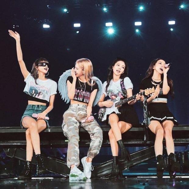 """Cùng hát encore nhưng Red Velvet và BLACKPINK live """"như nuốt đĩa"""", Lisa còn phát âm chuẩn như người Hàn; riêng TWICE sau 5 năm càng nghe càng dở? - Ảnh 2."""