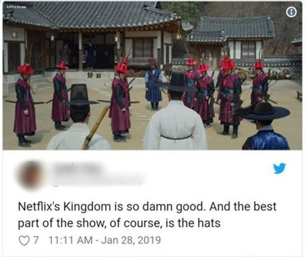Khán giả phát cuồng vì cái mũ đỏm dáng trong KINGDOM: Cho mị xin link shop nào bán đi! - Ảnh 2.
