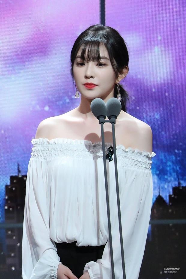 """Khoảnh khắc Yoo Jae Suk - Kwang Soo """"cứu nguy"""" Irene (Red Velvet) hot trở lại: Chậm một chút nữ thần đã phải xấu hổ trên truyền hình - Ảnh 2."""