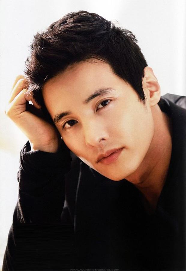 10 minh tinh có ảnh tốt nghiệp hot nhất Kbiz: Kiểu đầu Kim Tae Hee gây sốc, Song Joong Ki - Won Bin chưa xuất sắc bằng đàn em? - Ảnh 4.
