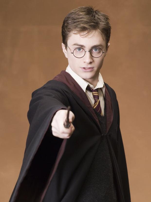 Daniel Radcliffe đổ lỗi vì Harry Potter quá hot biến anh thành kẻ nghiện rượu, đóng bao nhiêu phim cũng mãi vô danh - Ảnh 1.