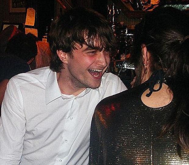Daniel Radcliffe đổ lỗi vì Harry Potter quá hot biến anh thành kẻ nghiện rượu, đóng bao nhiêu phim cũng mãi vô danh - Ảnh 3.