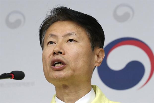 Hàn Quốc: Xuất hiện thêm ổ dịch Covid-19 tại bệnh viện ở Daegu; Thứ trưởng Y tế tự cách ly sau khi tiếp xúc với bác sĩ nhiễm bệnh - Ảnh 3.