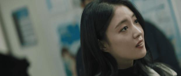 """4 lí do Memorist bùng nổ ngay tập mở màn: """"Chị đại"""" lên sàn chiếm sóng Yoo Seung Ho, twist ngập tràn gây hãi vì độ kinh dị? - Ảnh 5."""