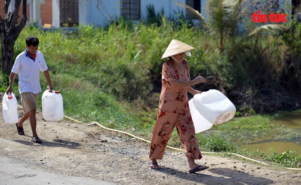 Cận cảnh hạn mặn khốc liệt nhất lịch sử ở Tây Nam Bộ - Ảnh 9.