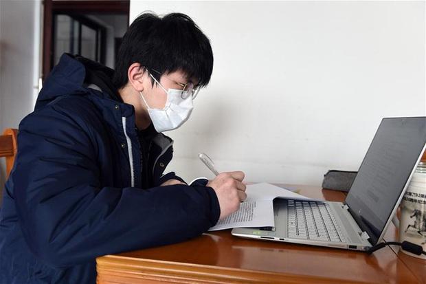 Ái ngại hoàn cảnh học online ở quán net, tâm sự của một sinh viên TP.HCM khiến ai cũng rưng rưng như cắt hành - Ảnh 2.