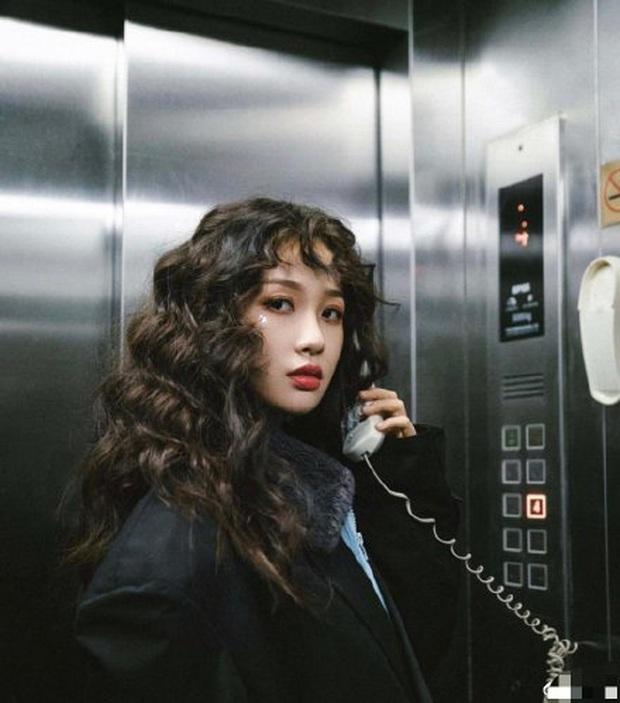 Chỉ vì 1 câu lỡ lời của bạn, thánh lố phát cuồng vì Lisa bị tịch thu 7 chiếc điện thoại khi tham gia Thanh Xuân Có Bạn - Ảnh 5.