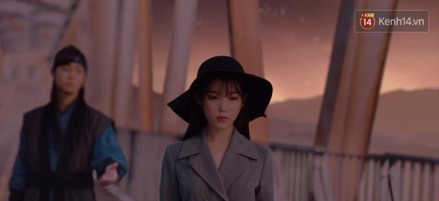 """Xem fan Soo Ah - Yi Seo """"khẩu chiến"""" danh xưng nữ chính Tầng Lớp Itaewon, ai còn nhớ """"chị Nguyệt"""" IU từng khổ không kém? - Ảnh 8."""