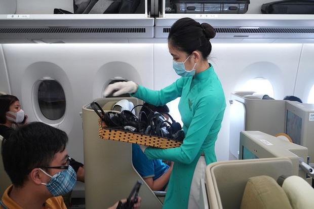 Tâm sự gửi mẹ của nữ tiếp viên hàng không trước chuyến bay vào tâm dịch - Ảnh 2.