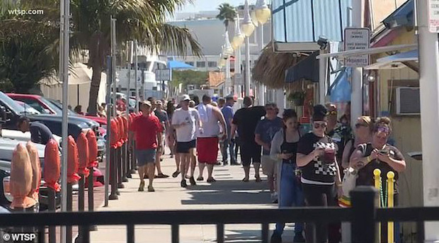 Bất chấp dịch COVID-19, bãi biển Florida vẫn chật kín người  - Ảnh 4.
