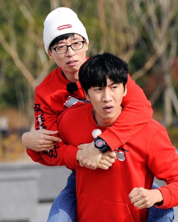 """Khoảnh khắc Yoo Jae Suk - Kwang Soo """"cứu nguy"""" Irene (Red Velvet) hot trở lại: Chậm một chút nữ thần đã phải xấu hổ trên truyền hình - Ảnh 8."""