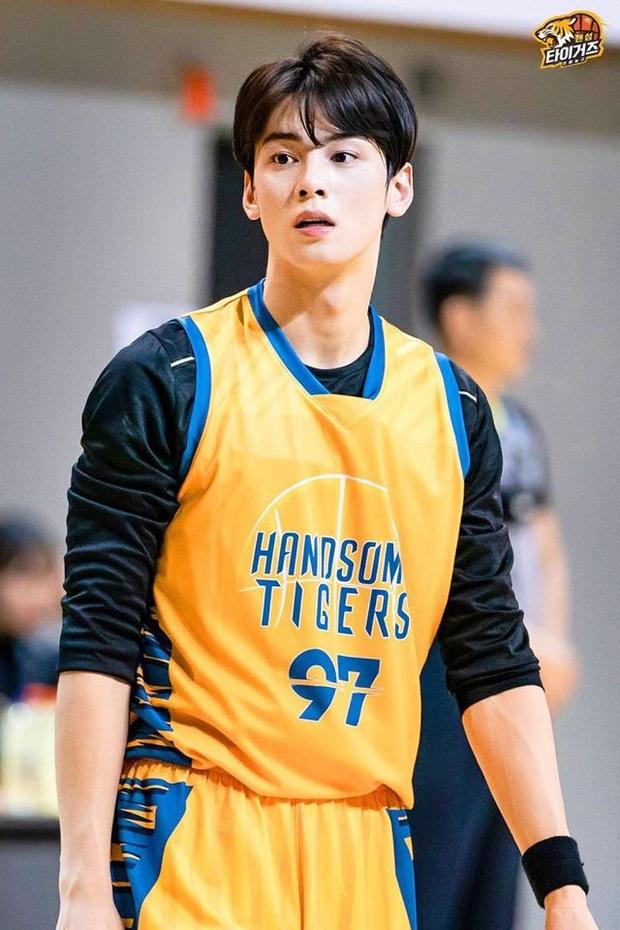 Ngây ngất visual điểm 10 của Cha Eun Woo khi chơi bóng rổ: Nam thần thanh xuân là đây, ảnh thường mà như poster phim - Ảnh 5.