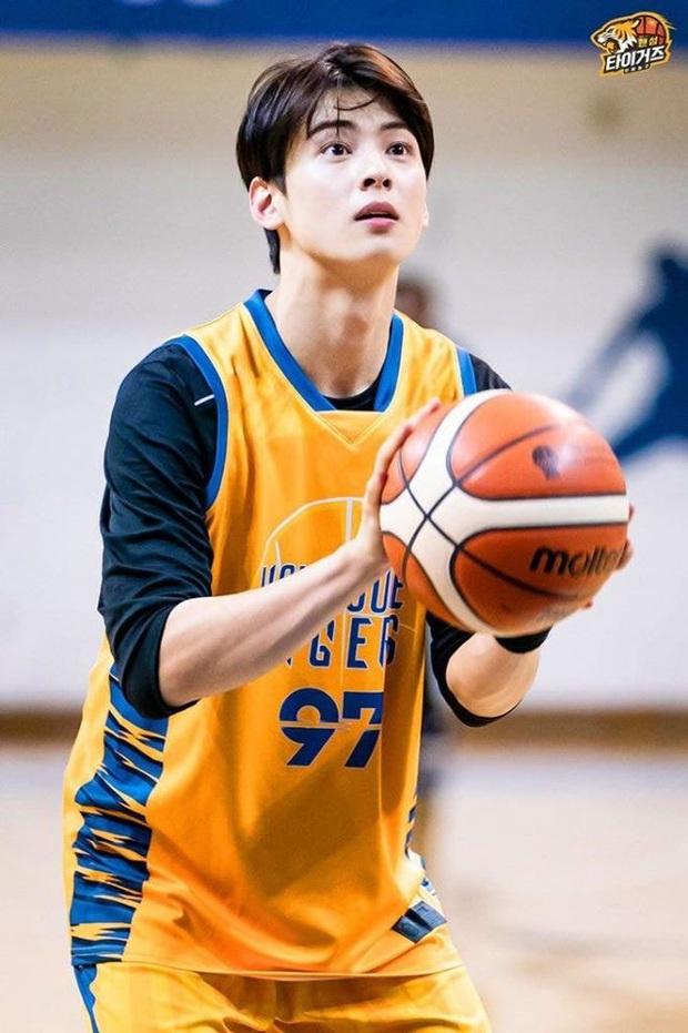 Ngây ngất visual điểm 10 của Cha Eun Woo khi chơi bóng rổ: Nam thần thanh xuân là đây, ảnh thường mà như poster phim - Ảnh 3.