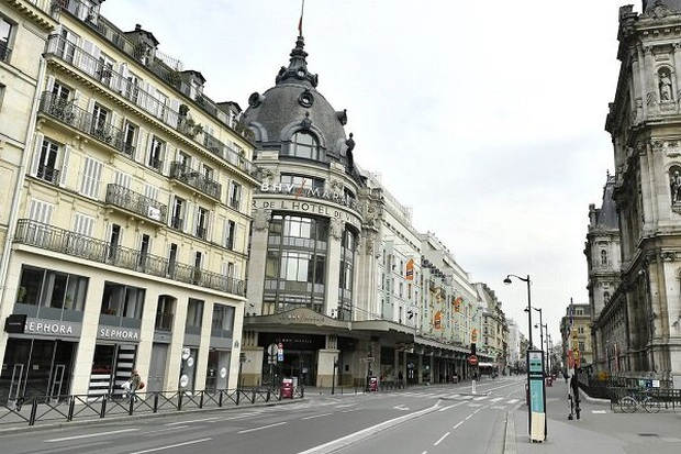 Paris ngày đầu phong tỏa: Kinh đô ánh sáng bỗng chốc trở nên hoang vu đến lạ kỳ - Ảnh 2.