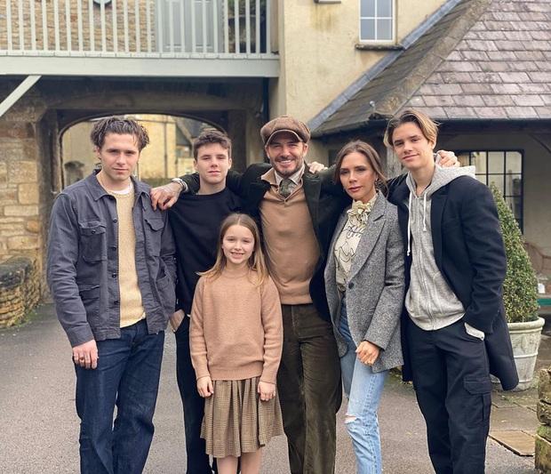 Giữa đại dịch COVID-19, lời kêu gọi của David Beckham gây bão Instagram: Tôi ở nhà vì sức khoẻ của Victoria và các con - Ảnh 3.