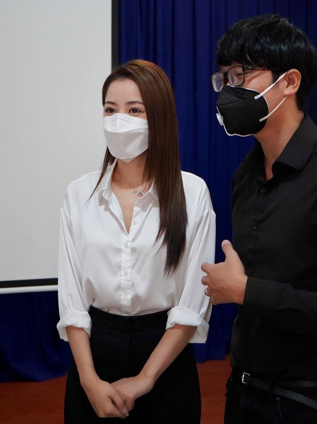 Chi Pu trao tận tay 5.000 bộ trang phục bảo hộ tại Hà Nội và TP. HCM phòng chống dịch Covid-19 - Ảnh 10.