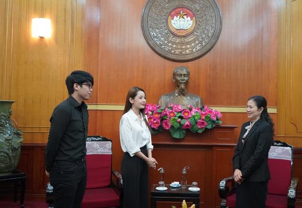 Chi Pu trao tận tay 5.000 bộ trang phục bảo hộ tại Hà Nội và TP. HCM phòng chống dịch Covid-19 - Ảnh 5.