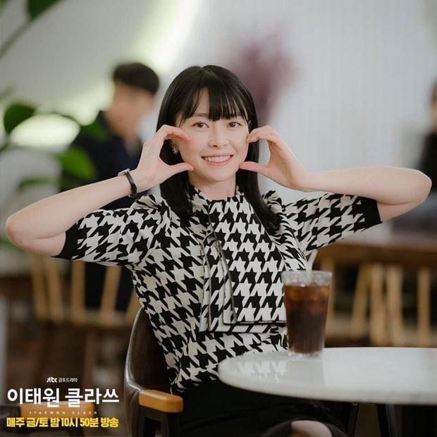 """Ngất ngây trước loạt ảnh hậu trường của nữ phụ hot nhất Itaewon Class Kwon Nara: Xinh thế này bảo sao Lee Jong Suk lại """"đổ"""" - Ảnh 10."""