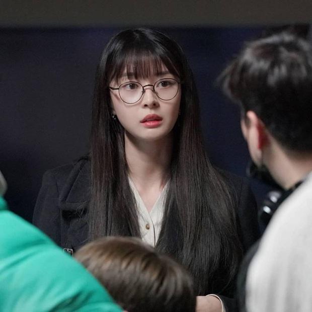 """Ngất ngây trước loạt ảnh hậu trường của nữ phụ hot nhất Itaewon Class Kwon Nara: Xinh thế này bảo sao Lee Jong Suk lại """"đổ"""" - Ảnh 2."""