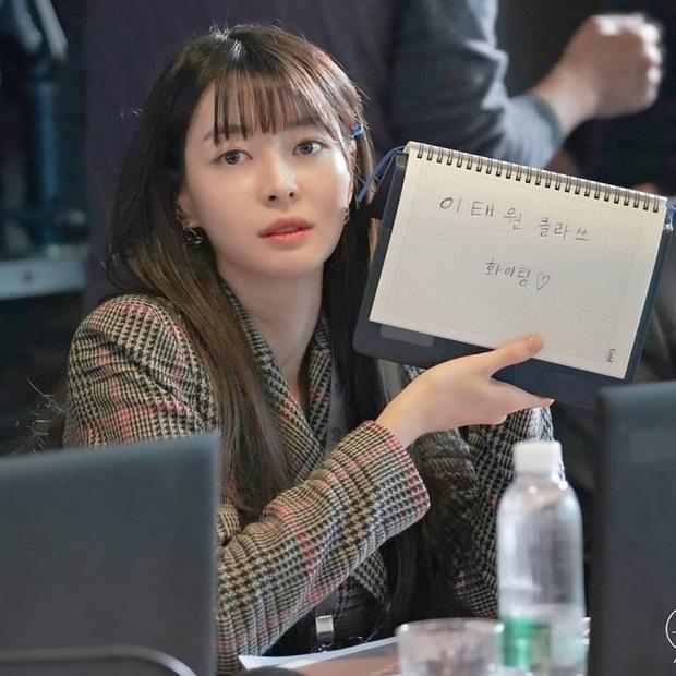 """Ngất ngây trước loạt ảnh hậu trường của nữ phụ hot nhất Itaewon Class Kwon Nara: Xinh thế này bảo sao Lee Jong Suk lại """"đổ"""" - Ảnh 3."""