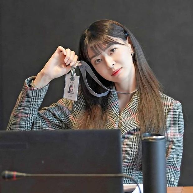 """Ngất ngây trước loạt ảnh hậu trường của nữ phụ hot nhất Itaewon Class Kwon Nara: Xinh thế này bảo sao Lee Jong Suk lại """"đổ"""" - Ảnh 5."""