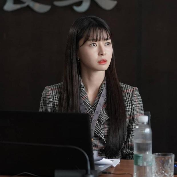 """Ngất ngây trước loạt ảnh hậu trường của nữ phụ hot nhất Itaewon Class Kwon Nara: Xinh thế này bảo sao Lee Jong Suk lại """"đổ"""" - Ảnh 7."""
