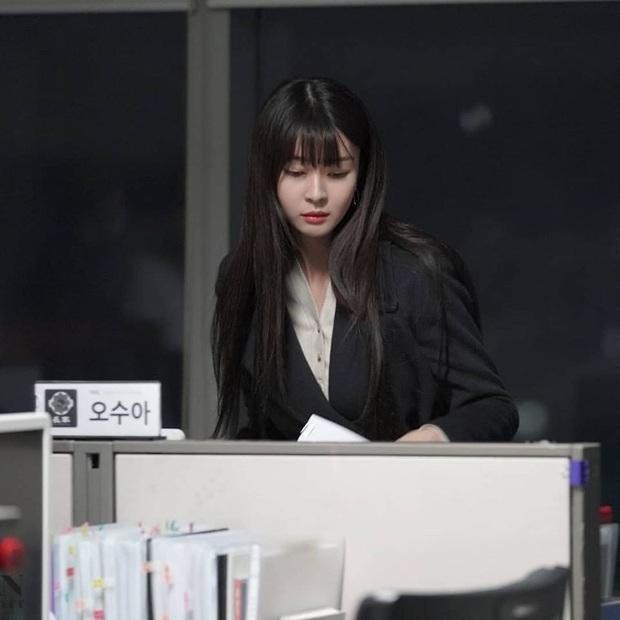 """Ngất ngây trước loạt ảnh hậu trường của nữ phụ hot nhất Itaewon Class Kwon Nara: Xinh thế này bảo sao Lee Jong Suk lại """"đổ"""" - Ảnh 8."""