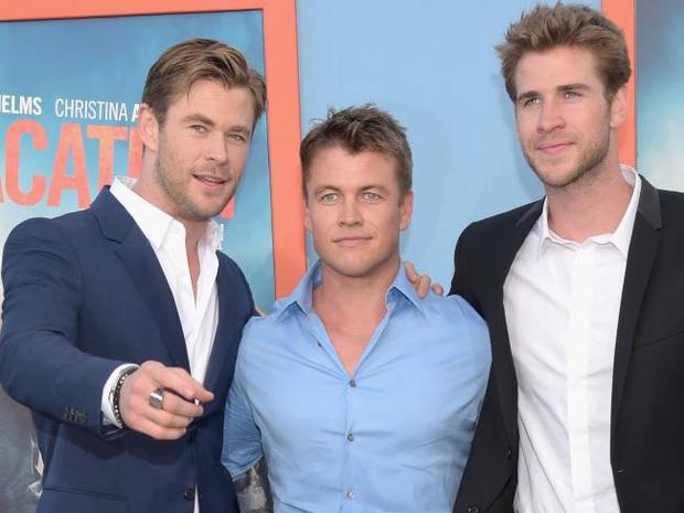 Ham hố cameo sương sương ở Thor 3 bên Chris Hemsworth, anh em nhà Hemsworth lại khiến ai nấy ghen tị với bộ gene đẹp đỉnh cao - Ảnh 3.