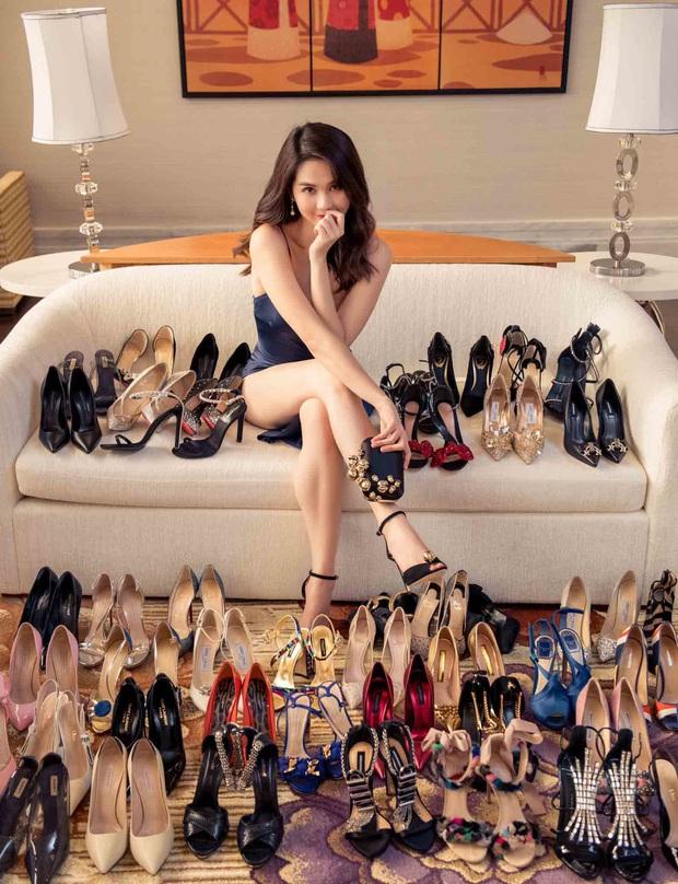 Ngọc Trinh rất hay diện giày rộng ngoác phá game, tưởng chọn nhầm size hóa ra là học hỏi độc chiêu từ sao Hollywood - Ảnh 1.