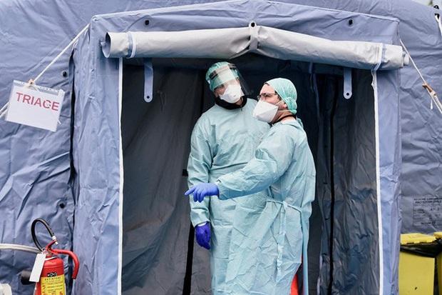 Covid-19: Số người chết tăng kỷ lục ở Ý trong khi số ca nhiễm tăng vọt ở châu Á  - Ảnh 1.
