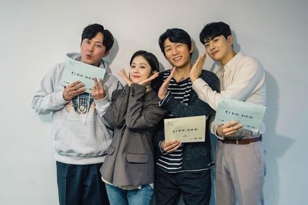 Dàn cast cung đấu The Last Empress đồng loạt rủ nhau trở lại màn ảnh nhỏ: Jang Nara hời nhất được tận 3 anh theo đuổi? - Ảnh 2.