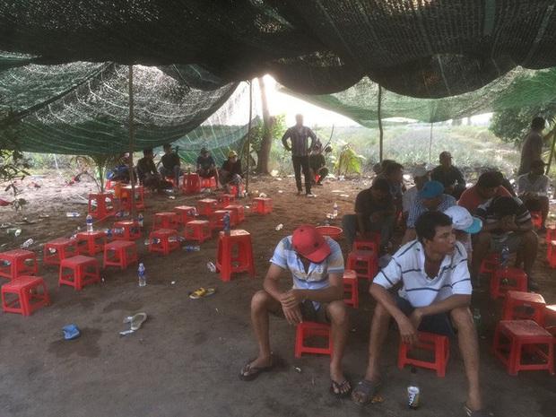 Cảnh sát ở Tiền Giang lại nổ súng phá trường gà, bắt giữ 54 đối tượng  - Ảnh 1.