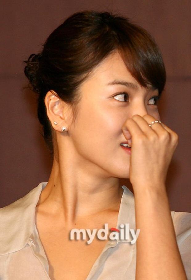Loạt chị đại Kbiz không ngại đu mốt xỏ nhiều khuyên, ngạc nhiên nhất là hai ngọc nữ Song Hye Kyo và Son Ye Jin - Ảnh 1.