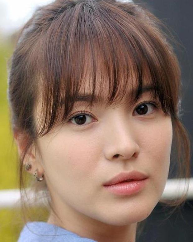Loạt chị đại Kbiz không ngại đu mốt xỏ nhiều khuyên, ngạc nhiên nhất là hai ngọc nữ Song Hye Kyo và Son Ye Jin - Ảnh 2.