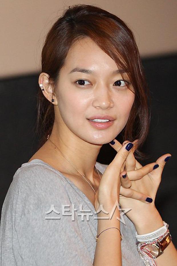 Loạt chị đại Kbiz không ngại đu mốt xỏ nhiều khuyên, ngạc nhiên nhất là hai ngọc nữ Song Hye Kyo và Son Ye Jin - Ảnh 12.