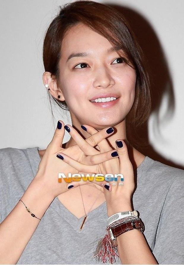 Loạt chị đại Kbiz không ngại đu mốt xỏ nhiều khuyên, ngạc nhiên nhất là hai ngọc nữ Song Hye Kyo và Son Ye Jin - Ảnh 13.