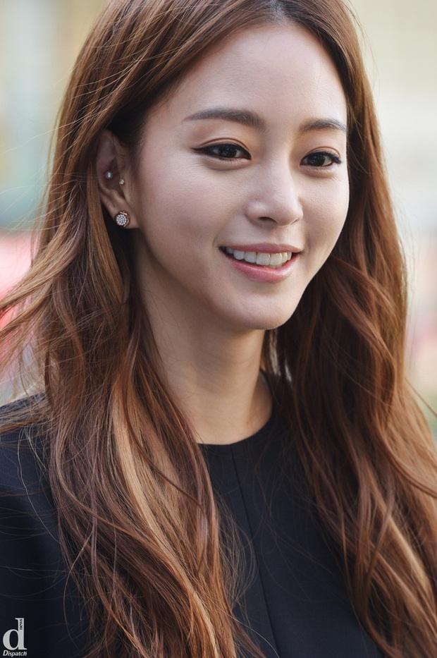 Loạt chị đại Kbiz không ngại đu mốt xỏ nhiều khuyên, ngạc nhiên nhất là hai ngọc nữ Song Hye Kyo và Son Ye Jin - Ảnh 16.
