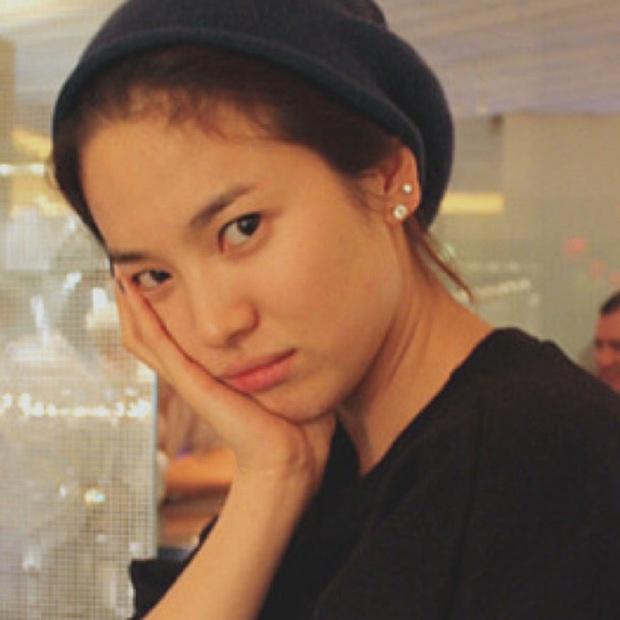 Loạt chị đại Kbiz không ngại đu mốt xỏ nhiều khuyên, ngạc nhiên nhất là hai ngọc nữ Song Hye Kyo và Son Ye Jin - Ảnh 3.