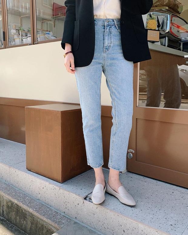 Nhờ Kwon Nara chăm đi giày bệt trong Itaewon Class, chị em sẽ nhận ra những mẫu giày công sở tuyệt xinh mà chẳng sợ đau chân - Ảnh 4.