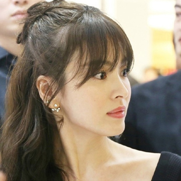 Loạt chị đại Kbiz không ngại đu mốt xỏ nhiều khuyên, ngạc nhiên nhất là hai ngọc nữ Song Hye Kyo và Son Ye Jin - Ảnh 4.