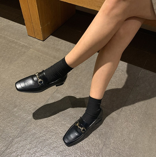 Nhờ Kwon Nara chăm đi giày bệt trong Itaewon Class, chị em sẽ nhận ra những mẫu giày công sở tuyệt xinh mà chẳng sợ đau chân - Ảnh 7.
