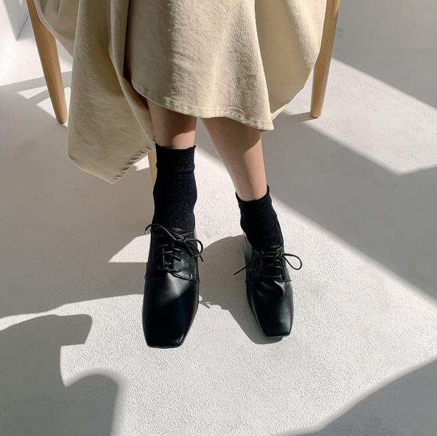 Nhờ Kwon Nara chăm đi giày bệt trong Itaewon Class, chị em sẽ nhận ra những mẫu giày công sở tuyệt xinh mà chẳng sợ đau chân - Ảnh 9.