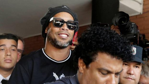 Tiết lộ mới về cuộc sống trong tù của Ronaldinho: Chẳng thấy thiếu thứ gì nhưng vẫn buồn và tức giận - Ảnh 2.