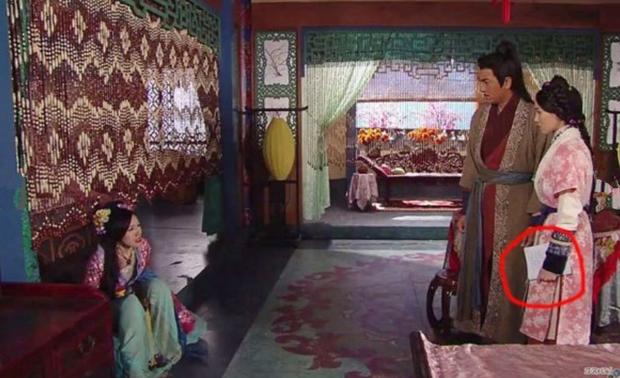 9 hạt sạn nhìn muốn té ngửa của phim TVB: Ghim nhất là màn xe tải xuất hiện ở thời cổ đại, coi tức không? - Ảnh 7.