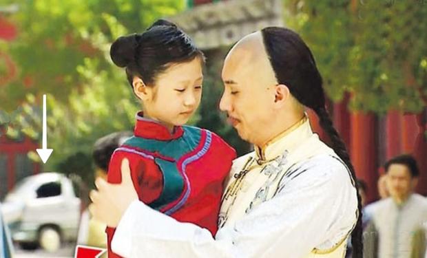 9 hạt sạn nhìn muốn té ngửa của phim TVB: Ghim nhất là màn xe tải xuất hiện ở thời cổ đại, coi tức không? - Ảnh 10.